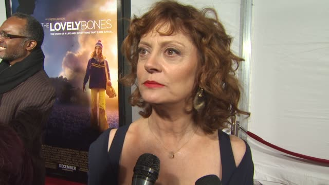 susan sarandon on why she wanted to be part of this film, on peter jackson's adaptation of the film from the book, and on what she hopes others take... - スーザン・サランドン点の映像素材/bロール