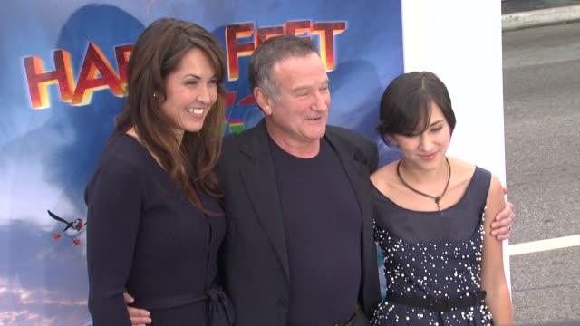susan schneider robin williams and zelda williams at the 'happy feet two' los angeles premiere at hollywood ca - ロビン・ウィリアムズ点の映像素材/bロール