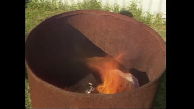vidéos et rushes de susannah carr newsreader/alan carpenter reporting/ smoke - rapport