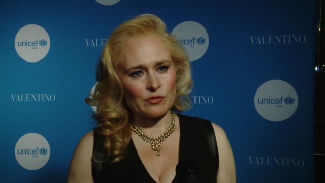 vídeos de stock, filmes e b-roll de interview susanne caballero at unicef goodwill ambassador ishmael beah honored at the inaugural unicef gala san francisco at ritz carlton hotel on... - ritz carlton hotel