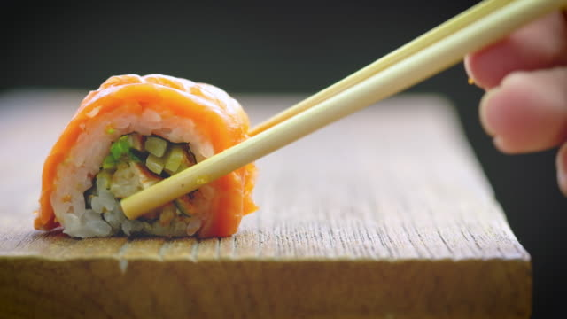 sushi black background - sushi video stock e b–roll