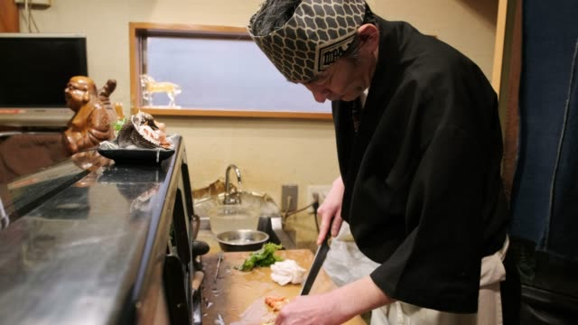 sushi chef in small tokyo restaurant - tradition stock videos & royalty-free footage