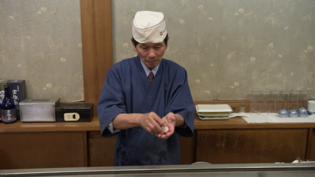 sushi restaurant - nagasaki, japan - sushi video stock e b–roll