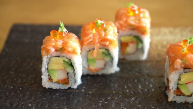 Sushi-Rolle mit Lachs