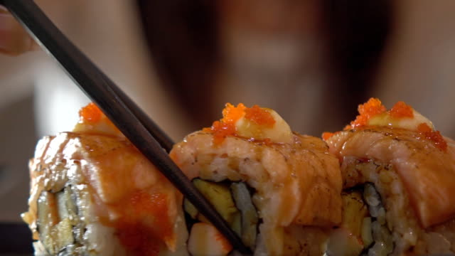 sushi roll with salmon - sushi video stock e b–roll
