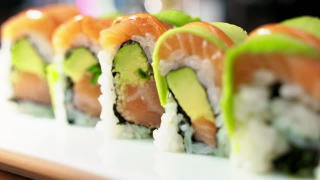 sushi salmon roll - sushi video stock e b–roll