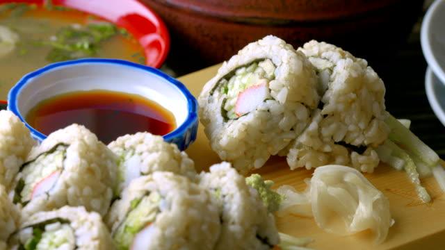 vídeos de stock, filmes e b-roll de sushi - comida salgada