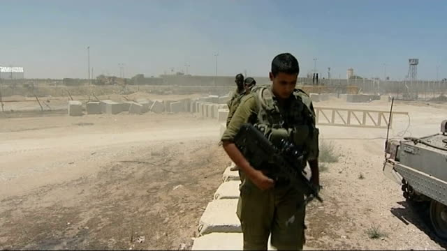 Suspected Islamic militants killed in air strikes on Sinai Peninsula ISRAEL / EGYPT / GAZA border Various shots of soldiers at border Fence and...