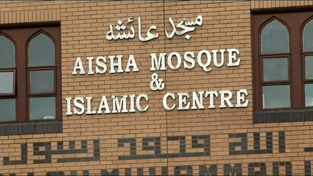 Suspected nailbomb found at Tipton mosque R23061301 / EXT Police officers and vehicles parked outside mosque 'Aisha Mosque and Islamic Centre' sign...