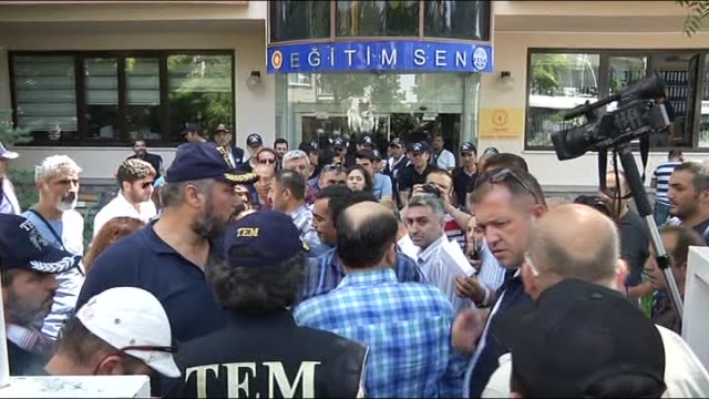 suspected people who have been receiving treatment secretly by doctors without informing authorities are being taken under custody at a turkish... - 2日目点の映像素材/bロール