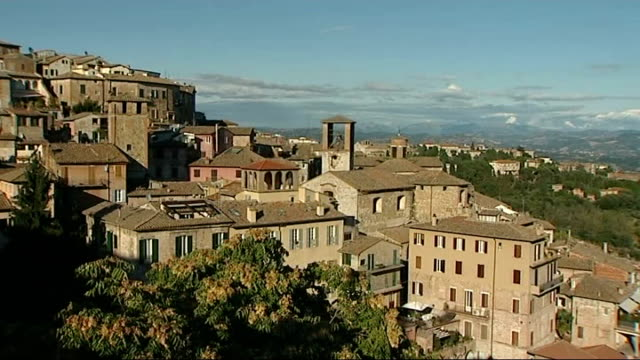 suspects in meredith kercher murder in court good shot general view of town of perugia - ペルージャ市点の映像素材/bロール