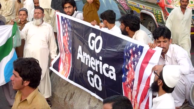 vídeos de stock, filmes e b-roll de suspicions in afghanistan over pakistanõs involvement with al qaeda are peaking following the discovery of osama bin laden just two hours' drive from... - 50 segundos ou mais