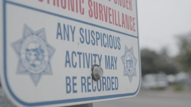 vidéos et rushes de suspicious activity warning sign in fresno, close-up - fresno