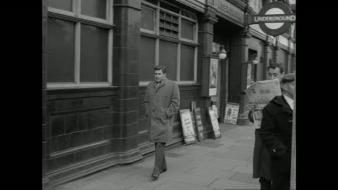 montage suspicious man spying on two people and reading newspaper on sidewalk / london, england, united kingdom - 1962 個影片檔及 b 捲影像