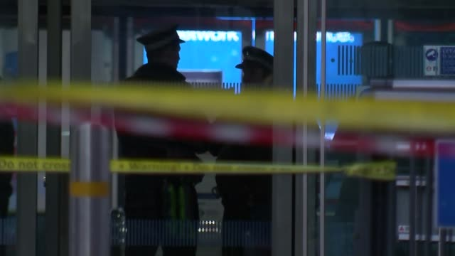 suspicious package found at house in newton abbot / police continue to investigate suspect device found at north greenwich station london north... - itv weekend evening news点の映像素材/bロール