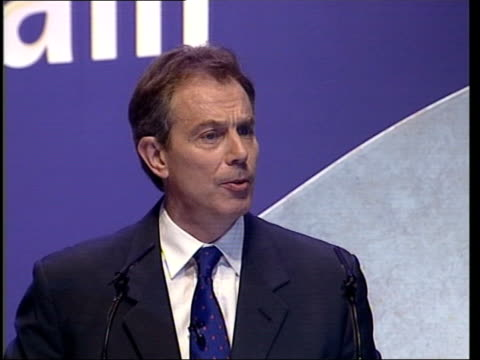 sussex brighton delegates at the labour party conference standing and applauding prime minister tony blair mp along tgv conference hall blair shaking... - ジョン プレスコット点の映像素材/bロール