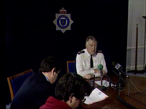 sussex police chief paul whitehouse resigns lib sussex whitehouse sat at table for press conference whitehouse - paul whitehouse stock-videos und b-roll-filmmaterial