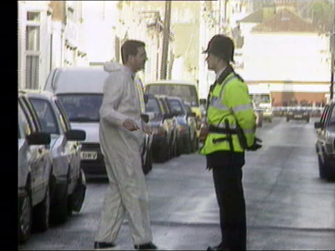 vídeos y material grabado en eventos de stock de sussex police chief paul whitehouse resigns lib sussex windows of flat where ashley was shot tms building housing flat police scene of crime officer... - paul whitehouse