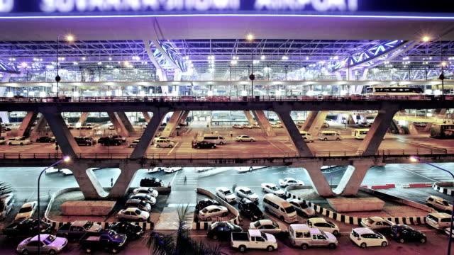 suvarnabhumi airport in bangkok, thailand - controllo video stock e b–roll