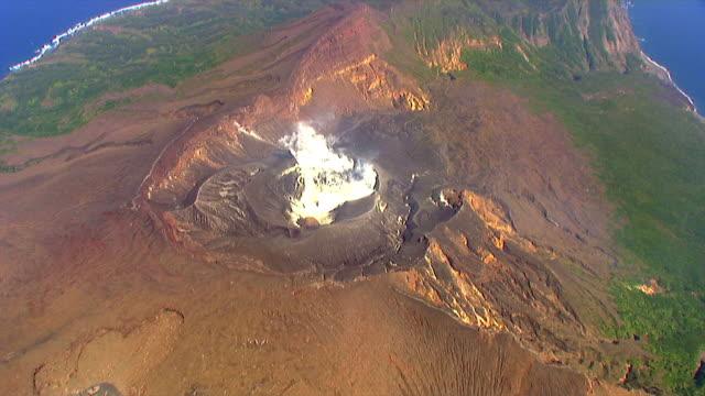 vídeos y material grabado en eventos de stock de as; wa; ha;suwanosejima, the tokara islands - caldera cráter