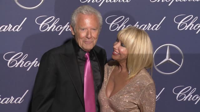 suzanne somers alan hamel at 28th annual palm springs international film festival awards gala in los angeles ca - suzanne somers stock videos & royalty-free footage