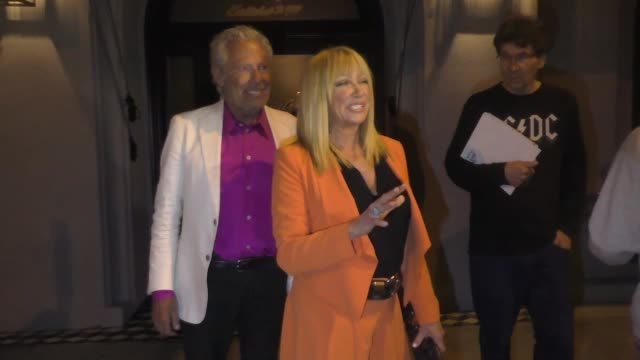 suzanne somers alan hamel discusses whoopi goldberg vs bella thorne outside craig's restaurant in west hollywood in celebrity sightings in los angeles - suzanne somers stock videos & royalty-free footage