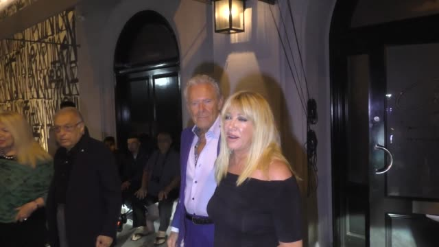 suzanne somers alan hamel leave dinner at craig's in west hollywood in celebrity sightings in los angeles - suzanne somers stock videos & royalty-free footage