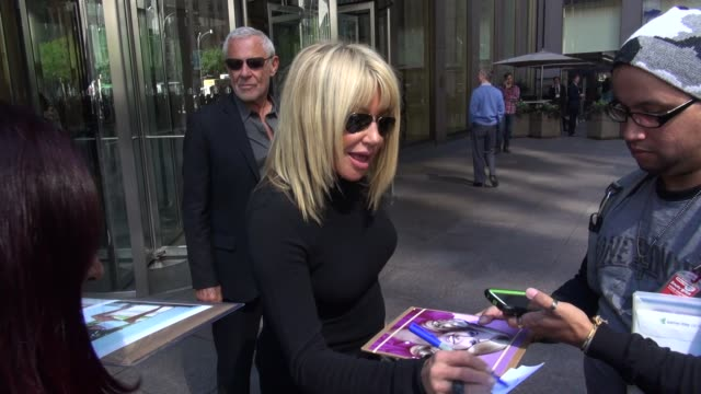 suzanne somers and alan hamel at the siriusxm radio studio in new york ny on 9/24/13 - suzanne somers stock videos & royalty-free footage