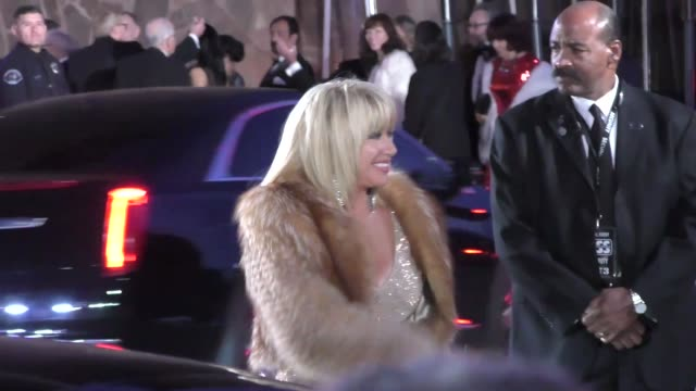 suzanne somers arriving to the palm springs international film festival film awards gala in palm springs in celebrity sightings in los angeles - suzanne somers stock videos & royalty-free footage