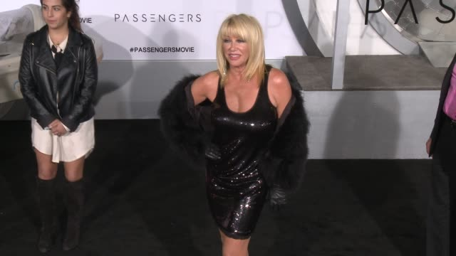 suzanne somers at premiere of columbia pictures' passengers in los angeles ca - suzanne somers stock videos & royalty-free footage