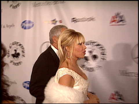 suzanne somers at the carousel of hope gala at the beverly hilton in beverly hills california on october 23 2004 - suzanne somers stock videos & royalty-free footage