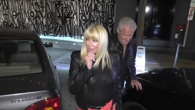 interview suzanne somers promotes her new book and talks sex life as she leaves dinner at craig's with alan hamel in west hollywood at celebrity... - suzanne somers stock videos & royalty-free footage