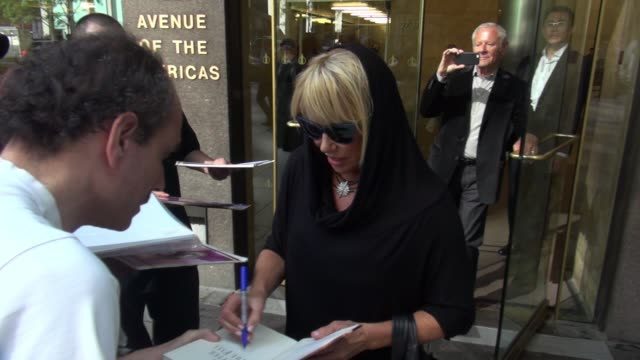 suzanne somers signs and poses for fans with alan hamel at siriusxm satellite radio on october 14 2014 in new york city - suzanne somers stock videos & royalty-free footage