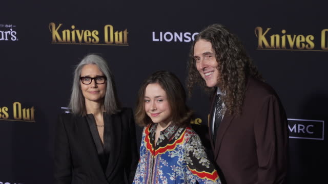 vídeos de stock, filmes e b-roll de suzanne yankovic weird al yankovic and nina yankovic at knives out los angeles premiere on november 14 2019 in los angeles california - weird al yankovic