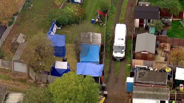 police search sutton coldfield house england west midlands sutton coldfield forensic tents in garden - west midlands stock-videos und b-roll-filmmaterial