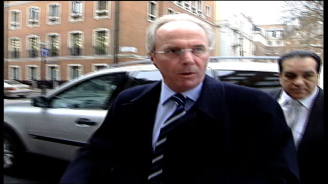 stockvideo's en b-roll-footage met sven goran eriksson called to meeting with football association; england: london: soho square: fa headquarters: ext sven goran eriksson out of car... - english football association