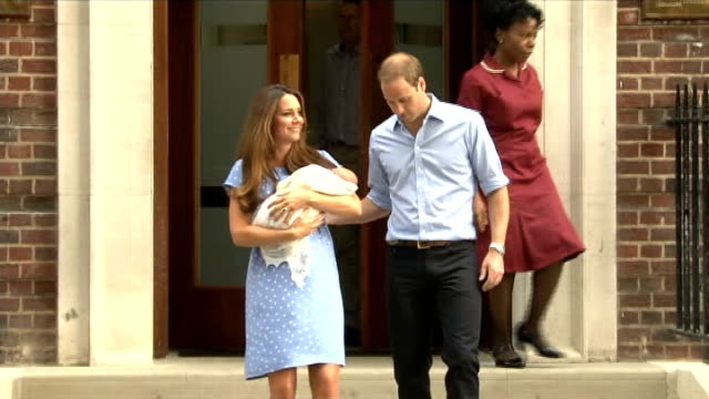 swaddling babies warning lib paddington st mary's hospital lindo wing photography** prince william duke of cambridge and catherine duchess of... - プリンス点の映像素材/bロール