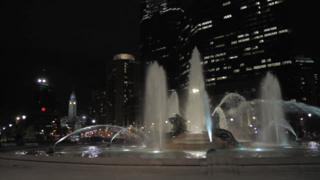 la swann memorial fountain spraying at night / philadelphia, pennsylvania, united states - swann memorial fountain stock videos & royalty-free footage