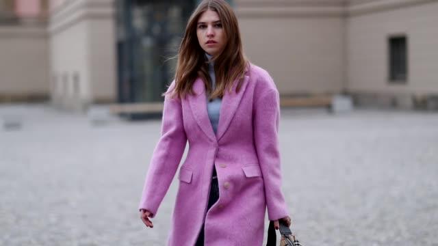 vidéos et rushes de swantje soemmer is seen wearing pink philipp lim wool coat marc cain knit closed denim jeans burberry belt bag no21 heels on december 14 2018 in... - burberry