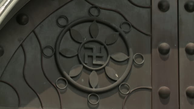 swastika at gate temple, kek lok si, penang - penang stock videos and b-roll footage