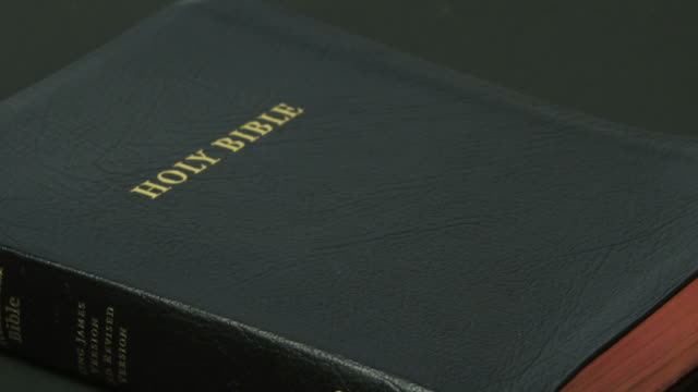 swearing on the bible close-up (4:2:2@100 mb/s) - frau stock videos & royalty-free footage