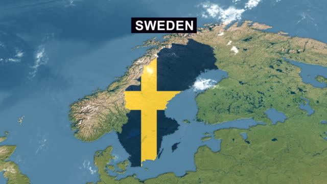stockvideo's en b-roll-footage met zweden kaart met zweedse vlag, zoom in op de kaart van zweden terrein vanuit breed perspectief - nationale vlag