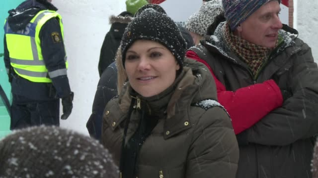stockvideo's en b-roll-footage met swedish crown princess victoria in umea for european culture capital celebrations takes a stroll through the streets of the city on crutches... - prinses
