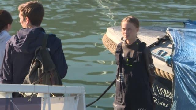 vídeos y material grabado en eventos de stock de swedish teenage eco warrior greta thunberg arrives in lisbon after crossing the atlantic in a catamaran to attend a un climate change summit in madrid - naciones unidas