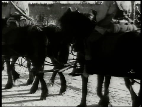 stockvideo's en b-roll-footage met swedish troops on horseback skis horses pulling artillery over snow covered road troop train deal swedish soldiers boarding train norwaysweden board... - recreatief paardrijden