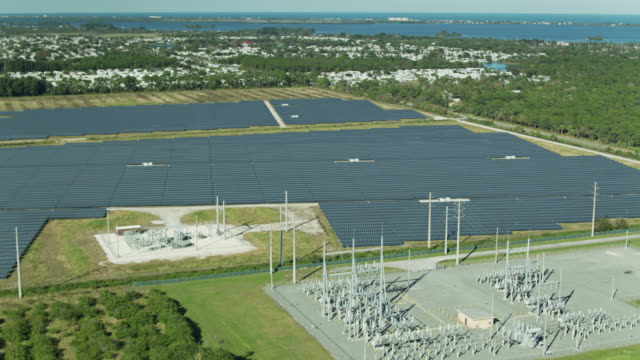 sweeping aerial view of barefoot bay community and solar farm - sustainable energy点の映像素材/bロール