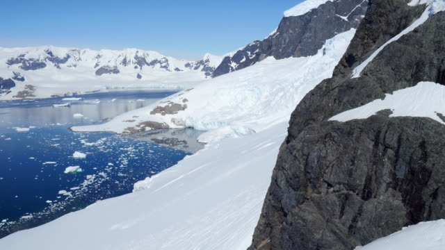 sweeping aerials around mountains and glaciers in antarctica - antarctica stock videos & royalty-free footage