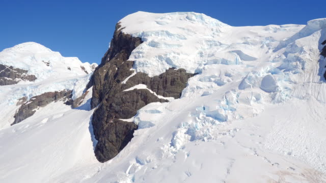 sweeping aerials around mountains and glaciers in antarctica - antarctica drone stock videos & royalty-free footage