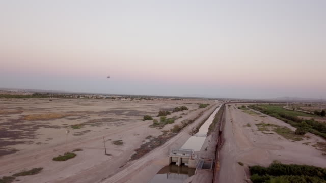 sweeping drone clip of the international border wall near socorro, texas and ciudad juarez, mexico - international border stock videos & royalty-free footage