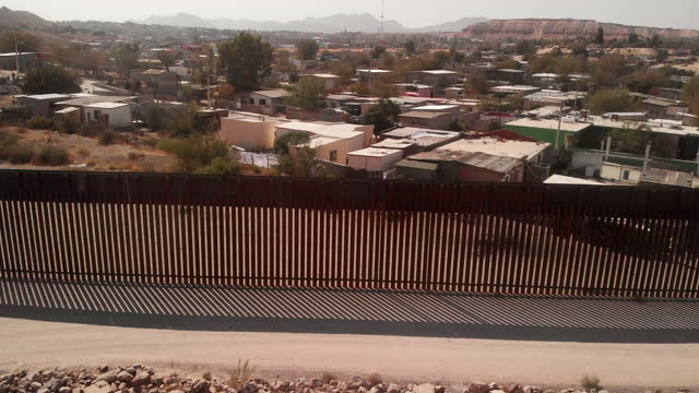 a sweeping drone view of the united states and mexico international border wall between sunland park new mexico and puerto anapra, chihuahua mexico - international border stock videos & royalty-free footage
